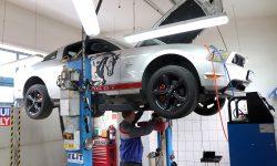 Ford Mustang GT výmena oleja v automatickej prevodovke FORD 5R55W s preplachom
